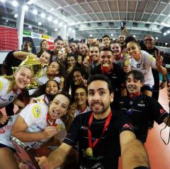 As meninas do Vôlei Taubaté são as campeãs da Copa São Paulo de vôlei feminino